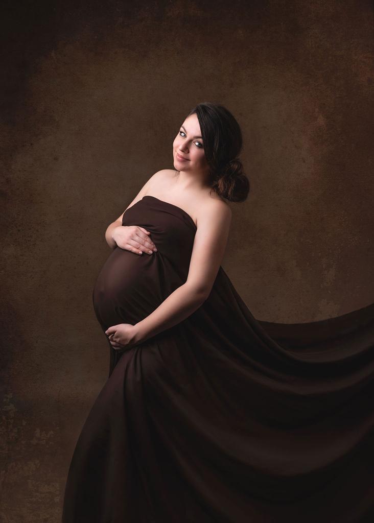 Maternity Fine Art Portrait in photography Studio based in Nottingham