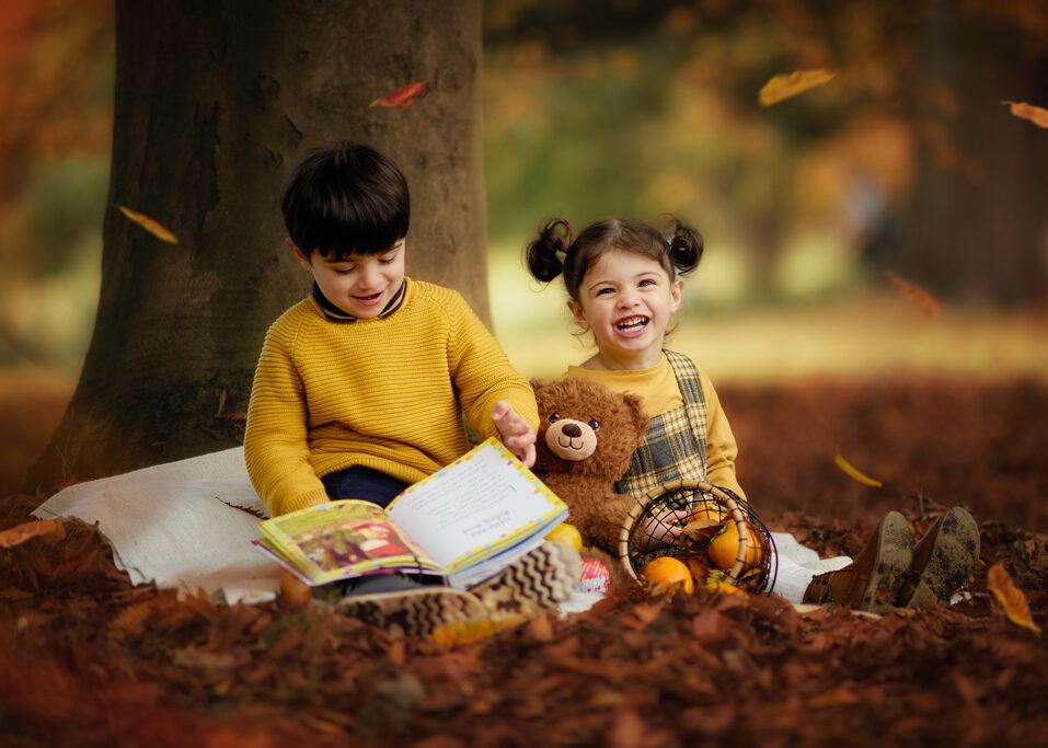 children outdoor photography, autumn Outdoor family photoshoot in Wollaton Hall Park
