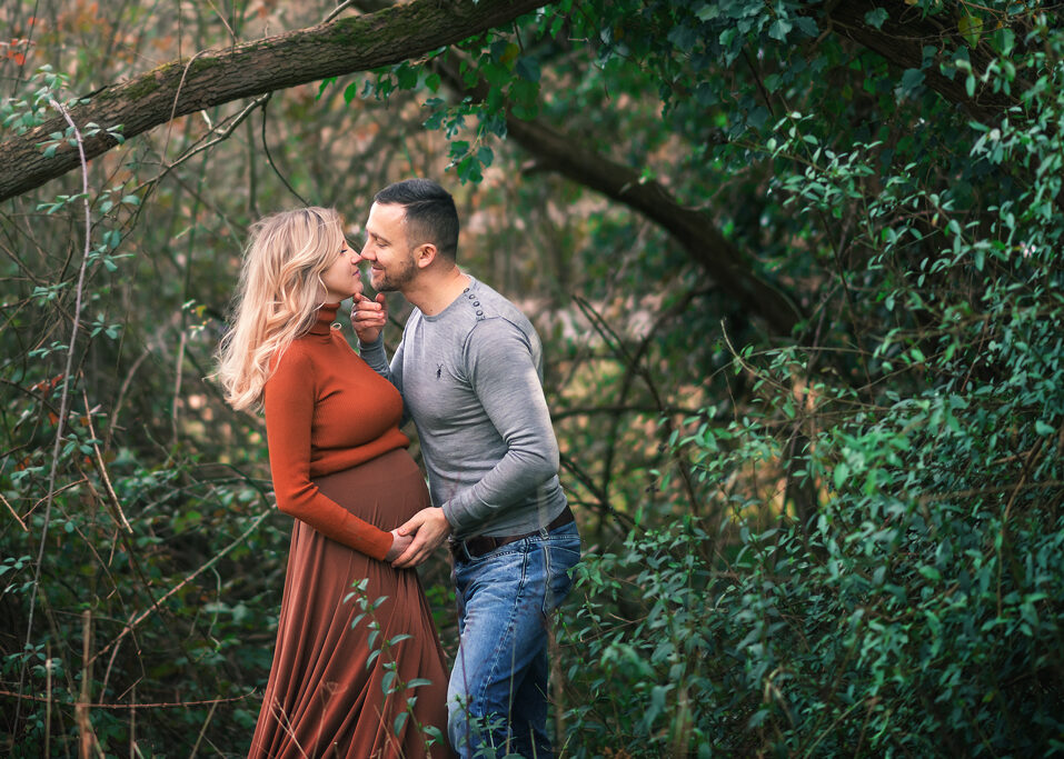 Couple maternity outdoor photoshoot in Nottingham Park