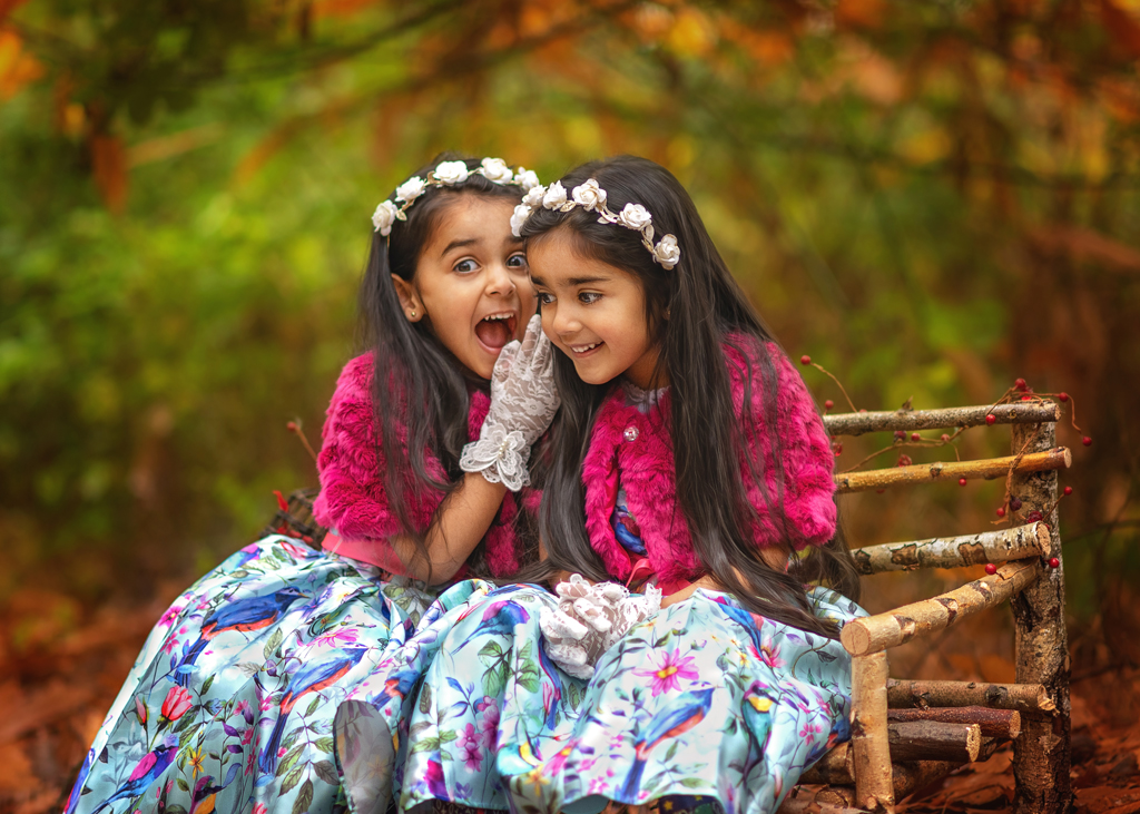 laughing-sisters-in-a-Sherwood-Pines-forest-Family-outdoor-session-in-Nottingham-Derby-Mansfield-Eastwood-Kimberley